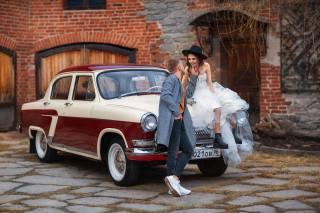 Бармина Анастасия, girl, brown hair, hat, dress, the bride, guy, coat, the groom, machine, Car, retro, lovers, Volga, GAZ-21, Анастасия Бармина, the building