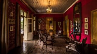 гостиная, интерьер, стулья, ковер, светильник, ретро