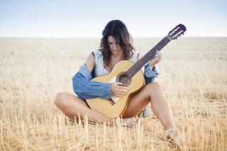 девушка, гитара