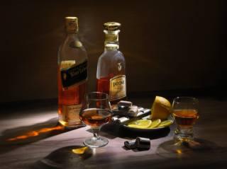 lemon, chocolate, glasses, bottle, still life, brandy, Whiskey, Booze, saucer, slices, Сергей Фунтовой