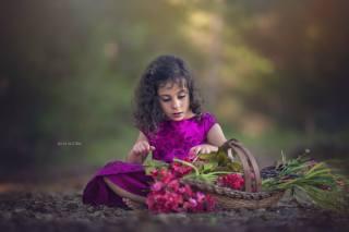 Julia Altork, dítě, dívka, босая, naboso, šaty, příroda, košík, květiny