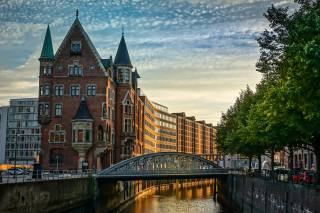 Germany, the city, Hamburg, street, river, home, building, evening