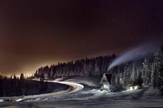 природа, пейзаж, зима, снег, деревья, ели, Леса, дорога, дом, ночь, небо, звёзды
