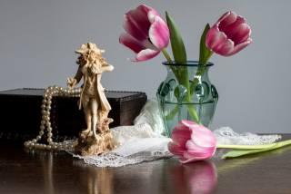 still life, vase, flowers, tulips, box, figurine, napkin, necklace, pearls