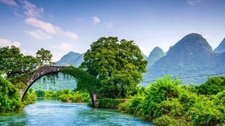 Гуанси Гуйлинь Яншо, most, řeka, stromy, hory