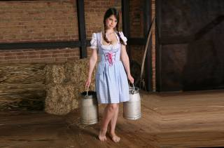 Emma Sinclaire, girl, hay, cans, And, in, них, milk