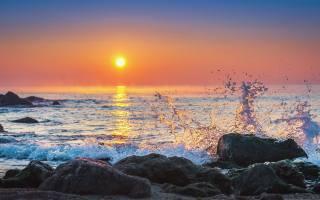 sea, stones, wave, spray, the sun