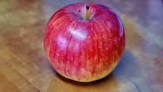 яблуко, стіл, лак
