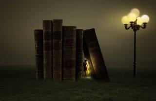 дівчина, книги, ліхтар