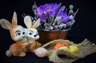 flowers, branches, holiday, EGGS, Easter, crocuses, fabric, hares, still life, burlap, willow, figure, eggs, таз