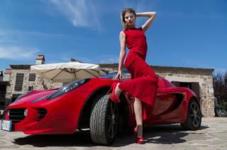 Elisa Pagano, Красный, поза, платье, руки, ноги, туфли, девушки, Автомобиль