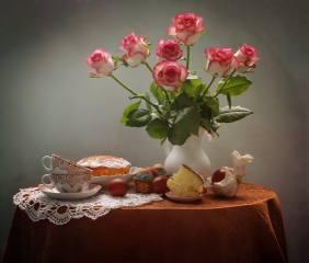 квіти, стіл, свято, троянди, ЯЙЦЯ, великдень, голуби, чашки, глек, натюрморт, Паска, серветка, фігурка, крашанки, Ковалёва Светлана