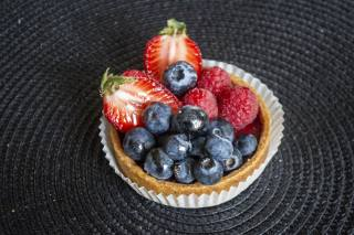 pie, strawberry, blueberries