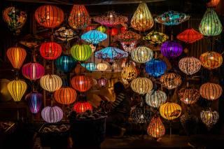 Trh, lampy, světlo
