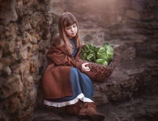 ребёнок, девочка, платье, кофта, ботинки, корзина, капуста
