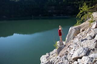 озеро, кар'єр, дівчина