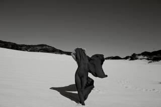 Joy Corrigan, дівчина, пісок