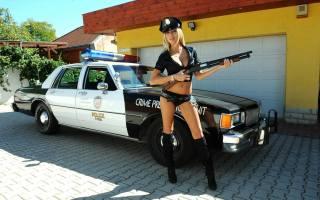 clara g, blonde, Policie, auto, zbraně