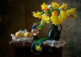 тумбочка, натюрморт, серветка, глек, квіти, нарциси, лампа, фрукти, Айва