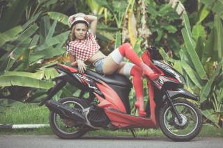 Tatyana Georgieva, дівчина, скутер