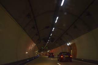 tunel, Auto, světla