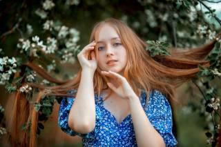 holka, dlouhé vlasy, kvetoucí, волосы на ветках