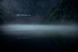 гори, ліс, річка, туман, міст, поїзд