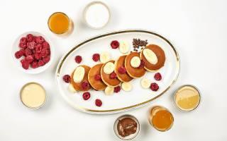 сметана, мед, млинці, банани, шоколад, малина