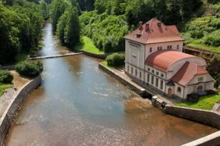здание, река, деревья