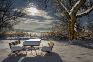příroda, krajina, zima, hory, jezero, stromy, sníh, stolek, lavičky