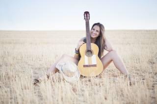 музыка, поле, гитара, улыбка, девушка