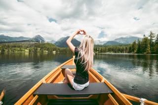 човен, блондинка, сидить, руки, серце