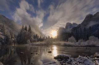 природа, краєвид, гори, зима, сніг, озеро, світанок, сонце, туман