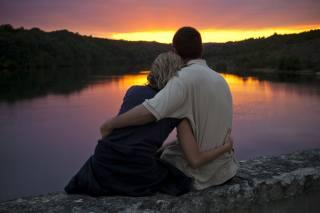 хлопець, дівчина, ПАРА, закохані, романтика, побачення, природа, краєвид, річка, захід, вечір