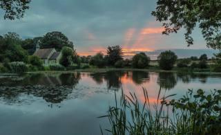Англия, озеро, закат, дома, Hartley Mauditt Hampshire, природа