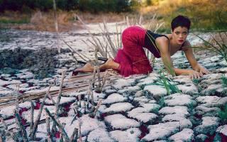 rihanna, Rihanna, singer, sexy, pose, красная юбка