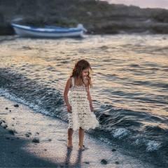 берег, човен, хвиля, босоніж, сукню, дівчинка, дитина, боса, Анастасия Бармина, Бармина Анастасия