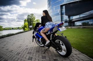 Suzuki, девушка, шорты, мотоцикл, город