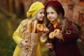 діти, дівчатка, пакет, хліб, багет, булочки, подружки