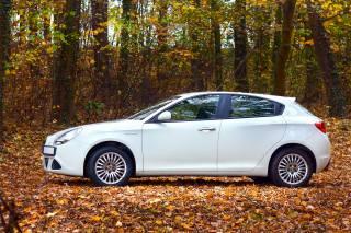 Alfa romeo, Auto, listy, stromy, podzim